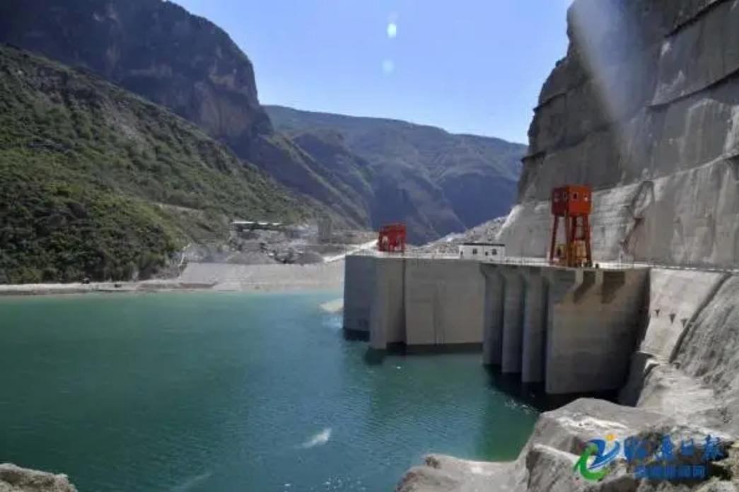 真魔改!当年要命的堰塞湖,竟被中国改成了水电站