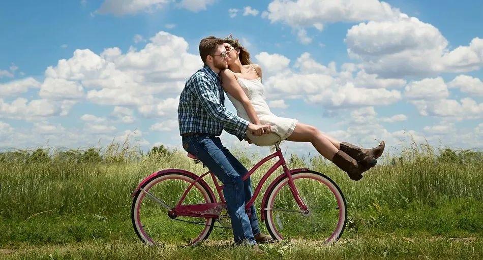 夫妻关系与亲子关系哪个更重要?大部分家长