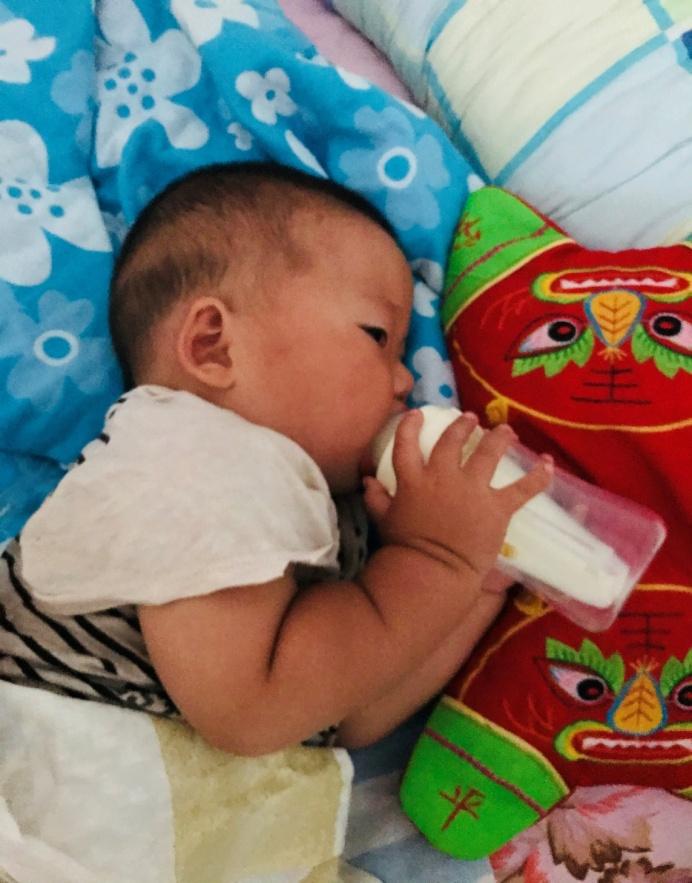 新手妈妈看过来:防止宝宝呛奶,选这款高性价比奶瓶就够了