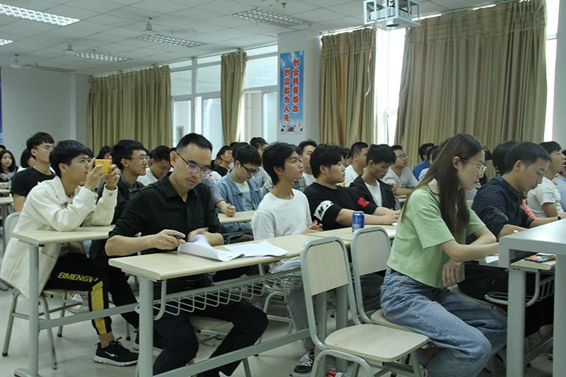 重庆传媒职业学院2021届应届毕业生顺利完成项目制毕业设计答辩