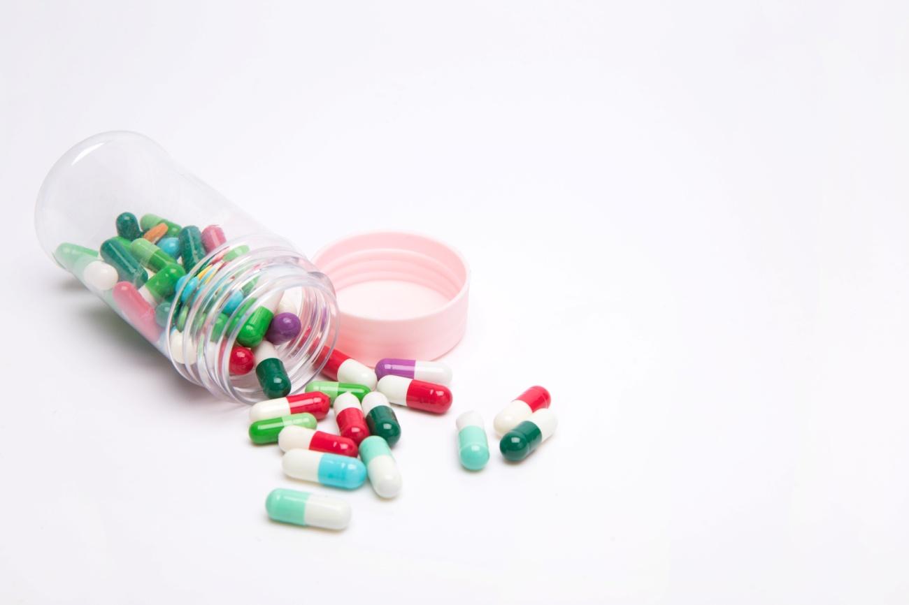 摄图网_500868410_药盒和药物(非企业商用).jpg