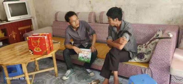银华国际慈善基金会走进大山,助力扶贫事业。