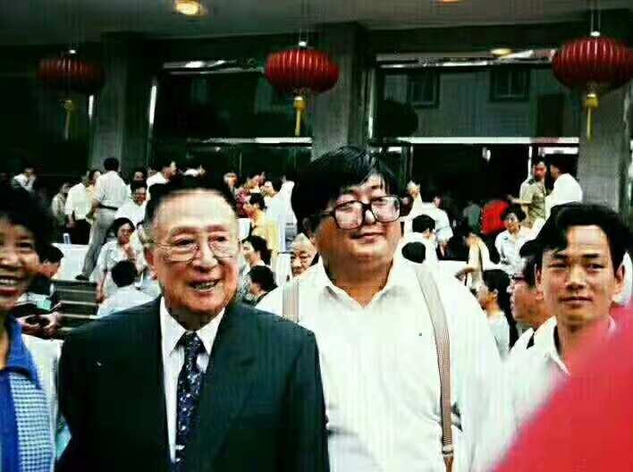 上海臻寿堂中医院专家受吴阶平等接见。