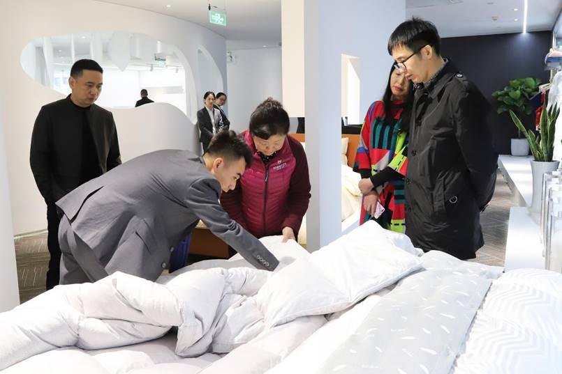 中羽协理事长姚小蔓莅临兰帛睡眠家居体验馆参观指导!
